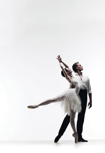 The Australian Ballet Amber Scott and Adam Bull in Swan Lake. Photo by Liz Ham.