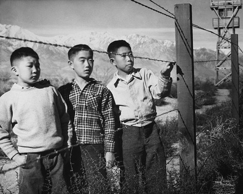 boys-barbed-wire-manzanar-skirball