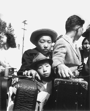 young-evacuees-manzanar-skirball