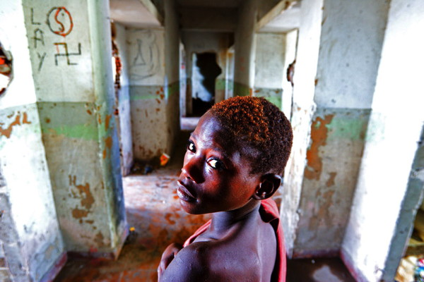 Street child in Angola © Stephane Lehr