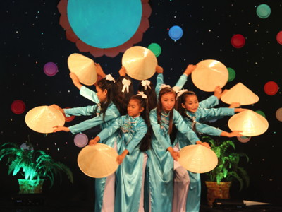 Lac Hong Vietnamese Dance - Photo courtesy of The Vietnamese Traditional Art Development Organization