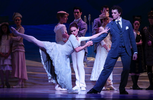 Kevin Jackson & Madeleine Eastoe in Swan Lake - The Australian Ballet - Photo by Lisa Tomasetti.